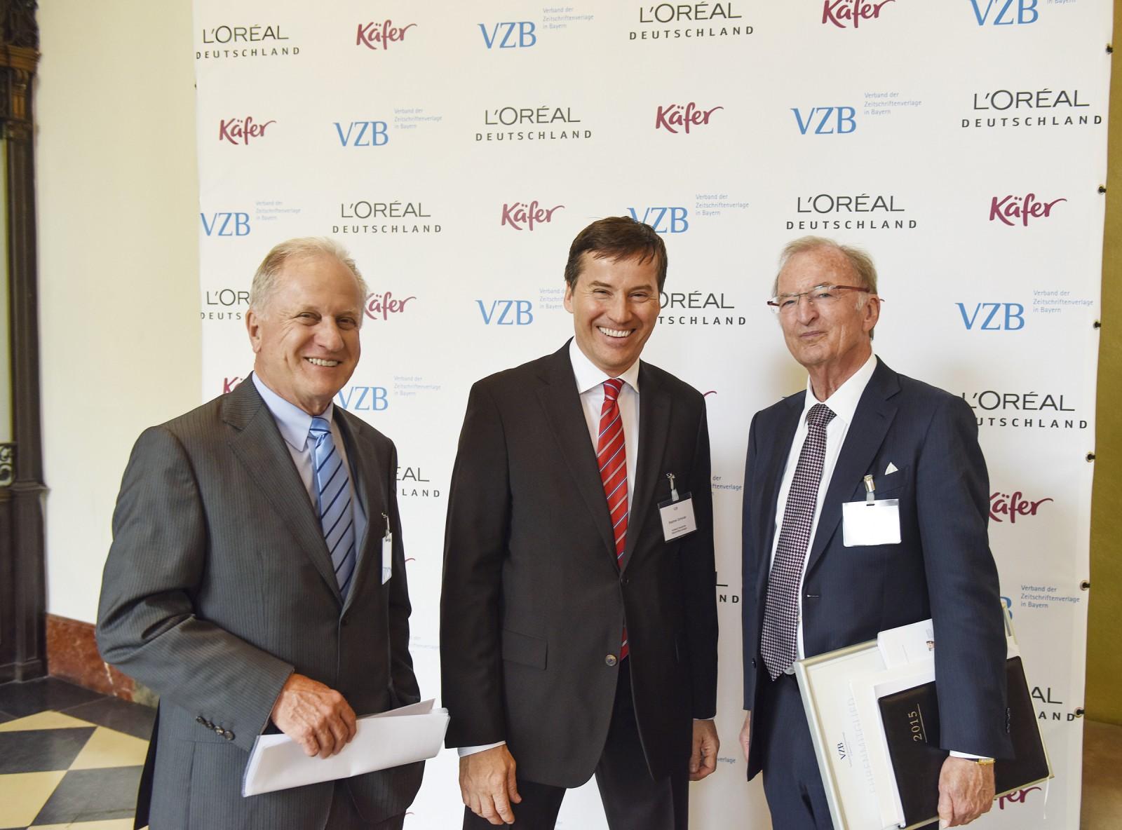 VDZ-Hauptgeschäftsführer Stephan Scherzer (Mitte) mit Dr. Jörg D. Stiebner (links) und Prof. Dr. Robert Schweizer (rechts)